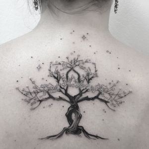 #treetattoo #cherryblossom #cherryblossomtattoo #tree #sakura #girltattoo #backtattoo #blackandwhite #blackandgrey #blackandgreytattoo #blackandwhitetattoo #welove #tattoodo #petitspoints #lespetitspointsdefanny #tattoolausanne