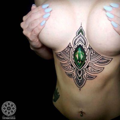 #bejeweled #jewel #coenmitchell @coenmitchell #black #sacredgeometry #mosaic #mosaicflow #greenstone #sternum