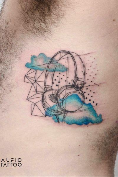 Design by Pedri Orfa and tattoo by Alfio tattoo! #texruras #argentinatattoo #originaltattoo #design #tattoodesign #dotwork #tattooargentina #dupla #nubes #auris #music #musica #sketch