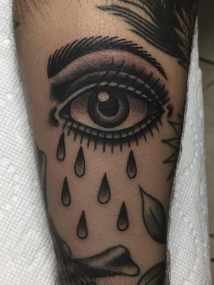 #eye #traditionaltattoo #blackandgrey #ochoplacastattoo #miami #javierbetancourt #tears #crying