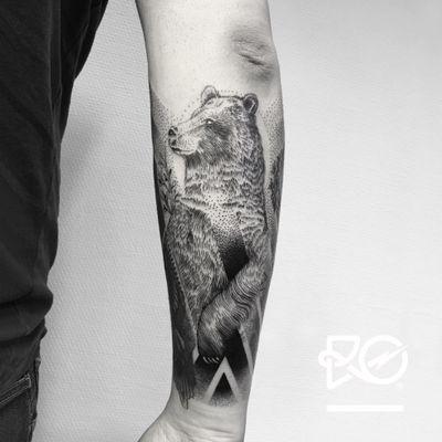 By RO. Robert Pavez • Söt Björn • Studio Nice Tattoo • Stockholm - Sweden 2017 • #engraving #dotwork #etching #dot #linework #geometric #ro #blackwork #blackworktattoo #blackandgrey #black #tattoo #fineline #bear #beartattoo