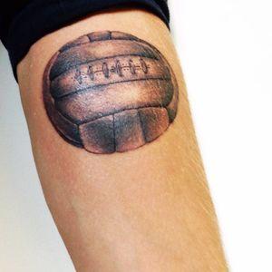 1950 Football by Pierrot - Rock'N'Run Tattoo #ball #vintage #sport #realisme #reunionisland #first