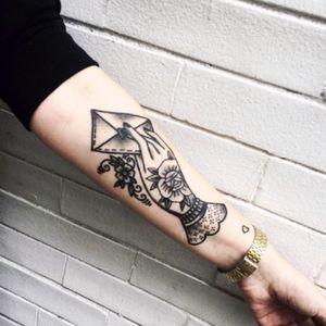 Tattoo por Lisandra Siqueira! #LisandraSiqueira #tatuadorasbrasileiras #tatuadorasdobrasil #tattoobr #tattoodobr #traditional #tradicional #oldschool