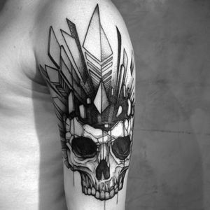 #marcelozissu #skull #feathers