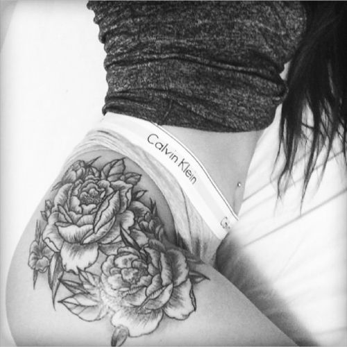 Obsessed😍 #tattoo #thigh #hip #flowers #roses #bw #blackandgrey #blackandwhite #future #inspo #love