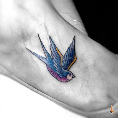Nº198 Swallow #tattoo #ink #oldschool #bird #birdtattoo #oldschooltattoo #swallow #swallowtattoo #color #eternalink #bylazlodasilva