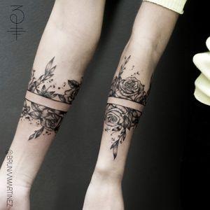 Bracelet Floral #tattoo #tattooartist #blackworktattoo