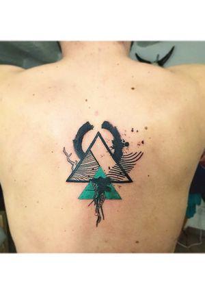Geometric, sketchy, paintbrush, splashes, triangle