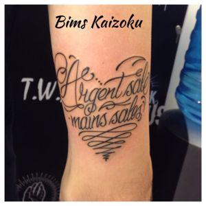 #bims #bimstattoo #bimskaizoku #coeur #heart #argentsalemainssales #letters #lettering #tatouage #paristattoo #tattoo #tattoos #tattooed #tattooartist #tattooart #tattoolife #tattooer #tattrx #tatted #blxckink #blxckwork #ink #inked #paris #paname #france #french