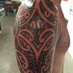 Wedgewood with maori mask #maorimoko #msnu #birds #maoriart #tamoko #maoriculture
