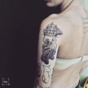POULPY LE KRAKEN DES MERS 🐙 Contact mymyreverzvisceral@gmail.com FB/SNAP/INSTA/TUMBLR : Mymy Reverz Visceral #aixmaville #aixenprovence #inkfeature #inkedartgroup #drawing #tattoo #visceral #bestjobever #dotwork #tattooflash #blackwork  #details  #dark  #linework #black #blackandwhite  #blackline #graphicdesign  #geometric #tattooart #tattoodesign #inkedgirls #ink #inked #flash #flashtattoo #poulpy #octopus