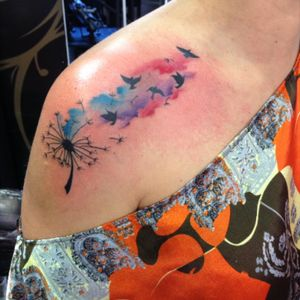 #watercor #watercolortattoo #dentedeleao #tattoo #tatuagemfeminina #passarostattoo #dandelionflower