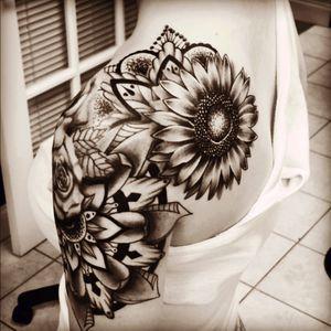 Great! #shoulder #flowers #sunflower #rose #floral #wraparound