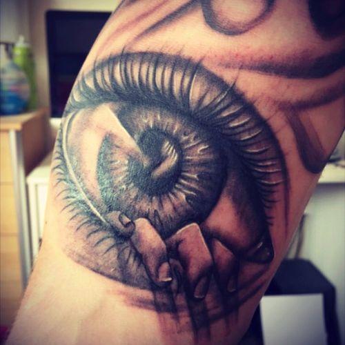 #tattoo #eye #eyetattoo #ink #blackAndWhite #ink #tattz #eviltattoo #hand #handeye #blackandgreytattoo #GlennCuzen