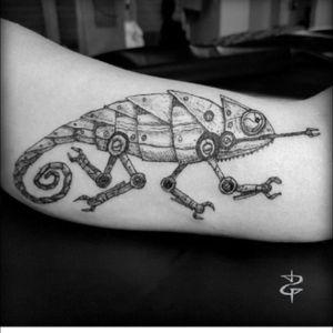 #chameleon #steampunk #camaleao #blacktattoo #blackink #originalartwork #upperarm #tattooartist @danielrepelente