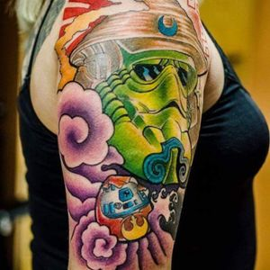 Stormtroopper samurai no new school, evolução sempre! #zero21tattoo #leandroold #tattoodo #eletricink #everlastcolors #TattuagemMultimidia #ndermtattoo #stormtrooper #starwars #r2d2 #r2d2tattoo #newschool #tattoonewschool #starwarsfan #tattoogeek #tattooupperarm #artfusion #artfusiongalleries #zero21 #zero21tattoostudio #brasiltattoo #TattooRiodejaneiro