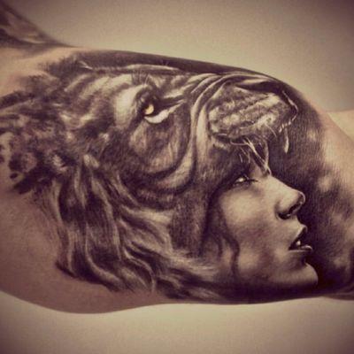 #lion #girlhercules #blackandgreyallday #innerbicep #beautyandthebeast