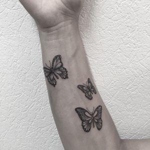 #butterfly #butterflies #buterflytattoo #butterfliestattoo #papillons #papillonstattoo #dot #dotwork #dotworktattoo #petitspoints #blackandwhite #blackandgreytattoo #blackandwhitetattoo #armtattoo #girltattoo #forearm #forearmtattoo #tattoodo #tattoo #tatouage #cutetattoo #lespetitspointsdefanny #tattoolausanne