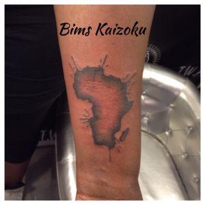 #Bims #bimskaizokutattoo #bimskaizoku #bimstattoo #carte #continents #afro #afrique #africa #tattoo #tatouage #tattoos #tattooed #tattooartist #tattooart #tattoolife #tatoo #paristattoo #ink #inked #inkedgirl #blxckink #paris #paname #france #french #champselysees