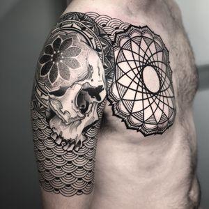 #skulltattoo #skull #dotwork #blackwork #geometric #ornamental #mandala #geometrictattoo #mandalatattoo #blackandgrey