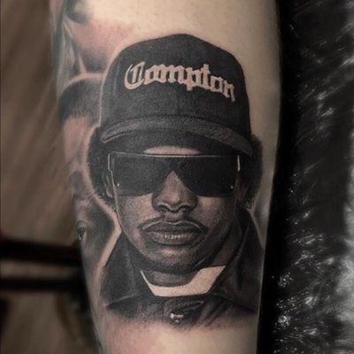 Eazy E portrait for Ryan from a little while back, part of his rapper themed leg sleeve. #lewishazlewood #lewishazlewoodtattoo #staganddaggertattoo #somerset #uk #blackandgrey #blackandgreytattoo #blackandgray #blackandgraytattoo #bng #bngtattoo #portrait #portraittattoo #blackandgreyportrait #rapper #rapperportrait #eazye #eazyetattoo #hiphop #hiphoptattoo