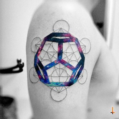 Nº316 #tattoo #tatuaje #ink #inked #dodecahedron #metatron #mattatron #sacred #geometry #sacredgeometry #geometric #cosmos #space #nebula #stars #colors #eternalink #bylazlodasilva