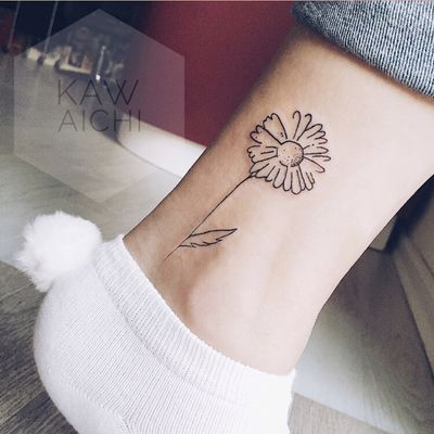 🌼Very gently chamomile for a gently @lesya_ovcharenko . Follow on my page, send me your sketch to the Direct 📩and make your body more creatively🌼#tattoo#chamomile#flower#dotwork#nice#sweety#cute#rabbit#socks#tumblr#jeans#followme#art#artist#interesting#goodmood#paint#white#gently#gentlyloved#tattooer#tattooing#israel#haifa#likes#it#ink