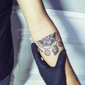 """It all revolves around you"" #tattoodots #lineworktattoo #joaantountattoos #intergalactic #lebanesetattooartist"