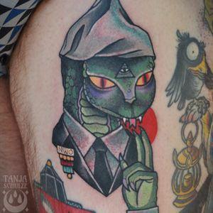 New world order buddy! #newworldorder #funtattoo #aliens #halfhuman #nwo #traditionaltattoo #reptile