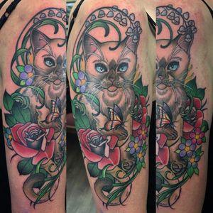 Kitty cat on upper arm