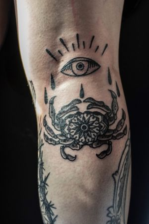 Little crab behind the knee