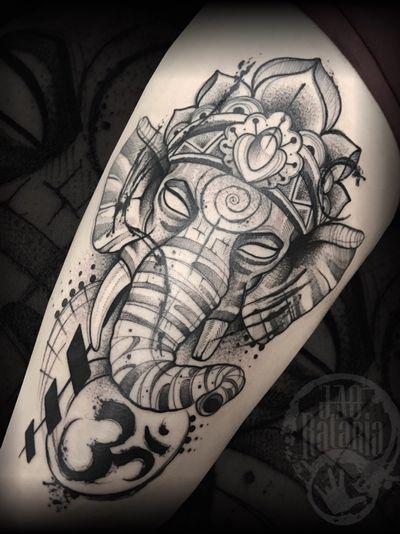 Outro trabalho que rolou ontem! #rataria #tattoo #blackwork #blackworkers #blackworkerssubmission #ttblackink #onlyblackart #theblackmasters #tattooartwork #inkstinct #inkstinctsubmission #superbtattoos #wiilsubmission #stabmegod #tattoos_artwork #elephant #elephanttattoo #ganesha #ganeshatattoo
