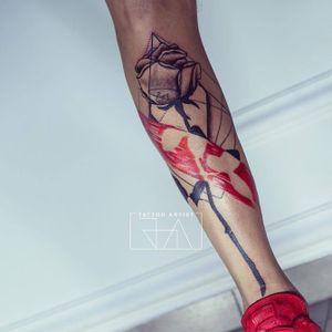 """Every rose has its thorn"" #rosetattoo #rose #joaantountattoos #lebanesetattooartist #lebanon #geometrictattoo #coloredtattoo #brushstroke"