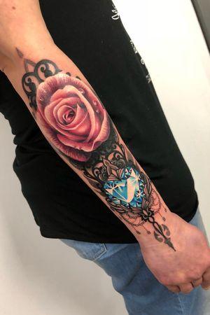 Loved doing this forearm piece the other week! 😃🌹💎 #travellingtattooist #ornamentaltattoo #jeweltattoo #gemtattoo #rose #jewel #ornamental #ornate #blackwork #dotwork #realism #hennism #floraltattoo #tattoodo #tattoodoApp #tattoo #ink #inkedgirls #tattooedgirls #tattoooftheday #amazingtattoos #tatouage #tatuaje #tatuagem #ryansmithtattooist #tattooartist