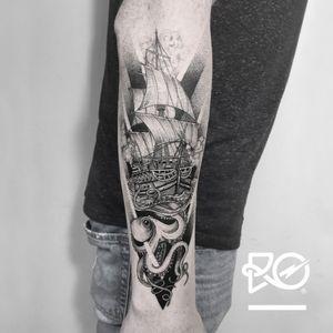 By RO. Robert Pavez • Go without fear • Done in Studio Les Fleurs du mal - Paris - 🇫🇷 2017 #engraving #dotwork #etching #dot #linework #geometric #ro #blackwork #blackworktattoo #blackandgrey #black #tattoo #fineline #shiptattoo