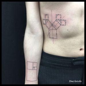 Arbre de Pythagore 🌳 et le rectangle d'or👾 #bims #bimskaizoku #bimstattoo #paris #paristattoo #paname #tatouage #geometrictattoo #geometric #geometry #arbredepythagore #pythagore #rectangledor #infinity #ligne #formule #math  #mathematics #blackworkerssubmission #blackworkers #blxcktattoo #blacktattoo #tatt #tattoo #tattrx #tattoos #tattooer #tattoodo #tattoostyle