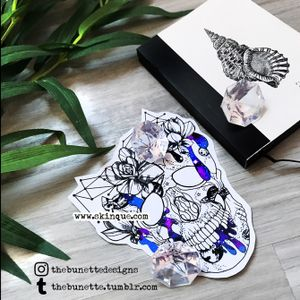 More designs and for commission www.skinque.com✨ Commissions are always welcome💎 #skull #skulltattoo #skulls #trashpolka #abstract #abstracttattoo #galaxy #universe #sky #geometric #geometrictattoo #polygon #flower #flowers #floral #flowertattoo #illustration #planet