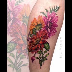 #gerbera #daisies #lizVenom #gerber #gerberdaisy  #shoulder #nature #botanical #realism #female #floral #flowers #girly #feminine #ladytattooers #vintage #classical #color #colour #best #beautiful #flattering #amazing