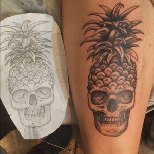 Abacaveira. #skull #pineapple #tattoo #onlyblackink #firsttattoo