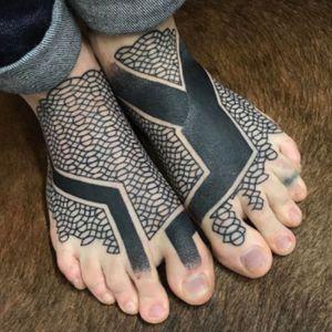 #feet #lines #blackwork #pattern #coverup - by #tattooartist #nissaco @nissaco