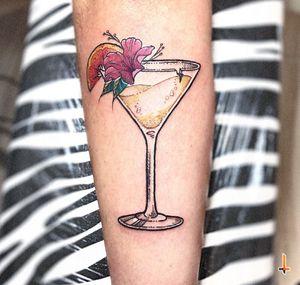 Nº613 #tattoo #tattooed #ink #inked #girlswithtattoos #cocktail #drinks #bartender #bartenderlife #stencilstuff #eternalink #cheyennetattooequipment #cheyennetattoo #hawkpen #bylazlodasilva