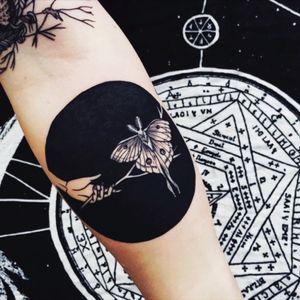 Holding up the Luna moth in front of a new moon by Pony Reinhardt Tattoo #newmoon #moth #lunamoth #geometric #ponhreinhardt