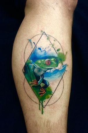 Little frog in color whit watercolor efect #tattoo #tattooart #tattooartist #frog #realistic #fullcolor #watercolor #cheyennetattooequipment #dermalizepro