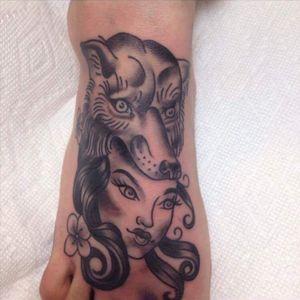 #girlswithtattoos #girl #wolf #blackgrey