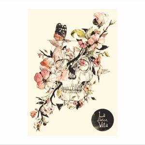 Definitely a future #tattoo! #normanduenas #artist #illustration #ladolcevita #thesweetlife #italy #italian #inspired #thigh #rib #skull #flowers
