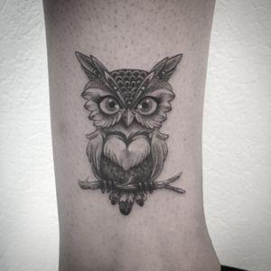#owl #owltattoo #tattoo #tatouage #chouette #chouettetattoo #dot #dotwork #dotworktattoo #tinyowl #littleowl #cuteowl #cuteowltattoo #girltattoo #ankletattoo #blackandwhitetattoo #blackandwhite #blackandgreytattoo #petitspoints #tattoodo #lespetitspointsdefanny #tattoolausanne #cutetattoo