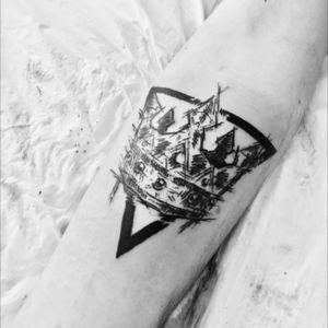 #crown #crowntattoo #triangle #triangletattoo #sketch #sketchtattoo