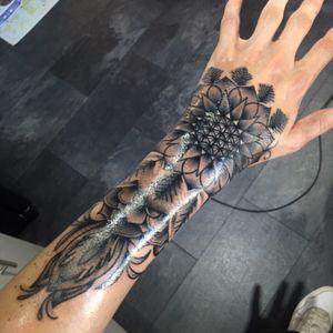 3.5 hour flower of life tattoo by James dealin at Immuminati tattoo parlour Oldbury Birmingham UK #blackandgrey #flower #floweroflife #bringmethehorizon #bmth #bringme #hand #handtattoo