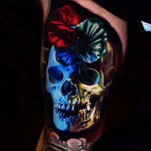 This guy...😳🤘🏽 #JamieSchene #skulltattoo #skull #flowers #realism #colorrealism