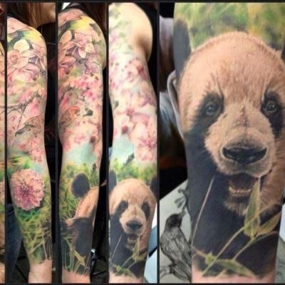 #realism #colorrealism #wildlifetattoo #realismtattoo #panda #pandatattoo #flowertattoo